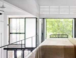 请教77平米两室一厅旧房翻新装修5万够不够啊包括材料以及