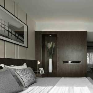 北京老房子墙上都有一根圆木在床头上方这算是
