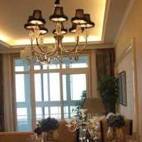 美式风格别墅卫浴长条形黑框挂镜设计