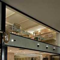 别致原木色起居室现代别墅装修效果图