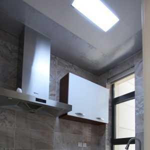 武漢市區曰月星辰有一套140平房搜家裝設計師