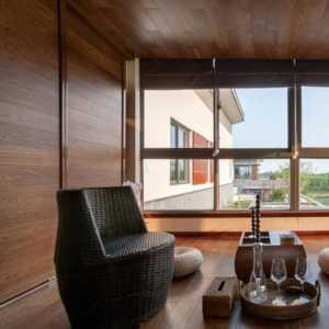 休閑家居家具家居布置美式鄉村風格拉開簾子,三人沙發映入眼簾,淺淺的顏色,柔軟的材質,輕輕地坐上去。效果圖