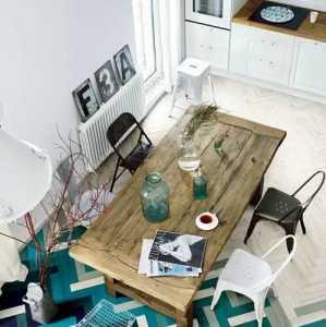 沙发椅墙面装饰地毯茶几电视柜混搭客厅条纹多彩电视背景墙壁纸装修图片效果图欣赏